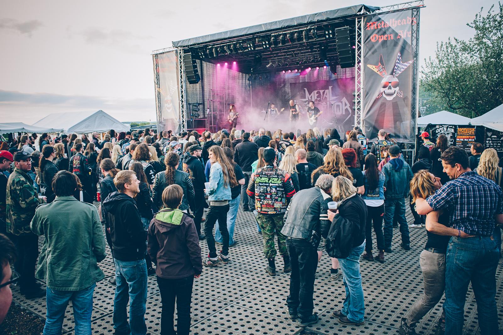 Paar verliebt auf den Metalheadz Open Air Festival!
