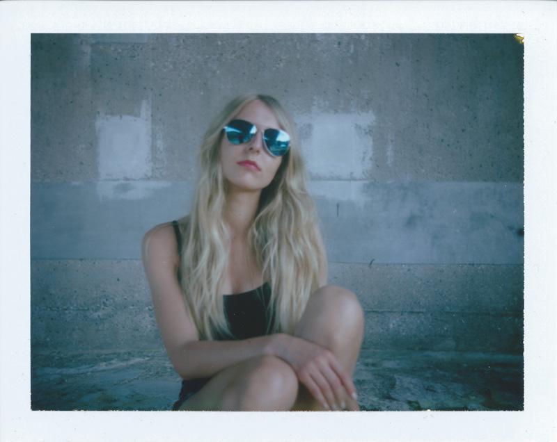 Laura - Polaroid - Porträt